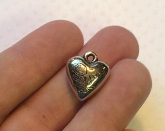 5 Silver Heart Charms.  Tibetan antique silver colour (SC243)