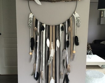 Dream catcher giant diameter 40 cm and length 120 cm, natural feathers and faux fur black shades, taupe, gray, silver. Model giant