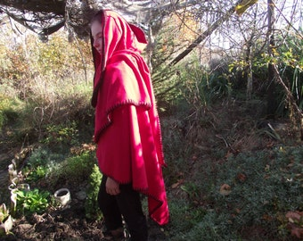 Annalisa*s elven cloak with hood in cherry red