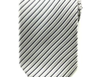 Mens Necktie Silver Grey White Twills 8.5 CM Necktie. Silver Neckties. Wedding Ties. Groomsmen Neck Tie. Designer Ties. Business Ties