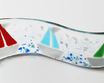 Plaque Curved Nautical Design -  Fused Glass Sailing Boat Wavy Candle Holder -  Curved Yacht Self Standing Glass Ornament - Home Decor Ideas