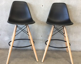 Pair of Eames Style Bar Stools (UXNUBH)