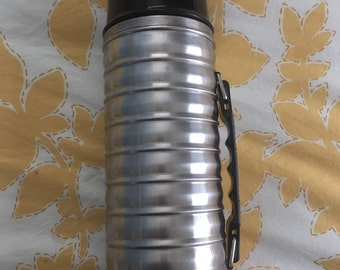 Vintage Ridged Metal Uno Vac Thermos