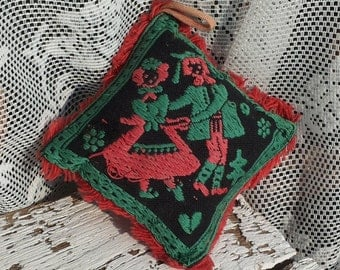 Folklore Pincushion. Red embroidered dancing couple + flowers/Retro style/Gypsy style/Vintage/60/Bohemian/green/Vintage