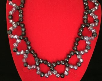 Translucent glass bead pattern necklace