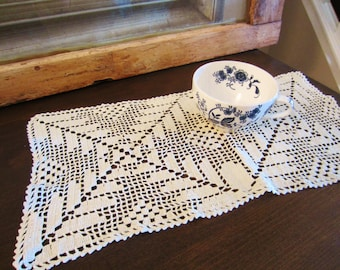 Vintage Set of Two Rectangle Doilies