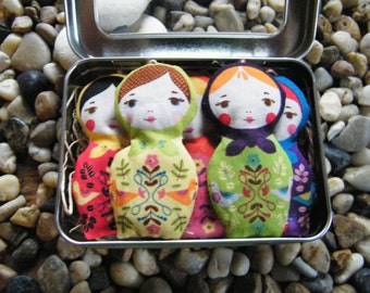 Matryoshka set of 5 / Russian Nesting Dolls / Babushka / Lavender Sachets / Ornaments