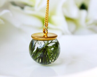 Orb / necklace / green / Real Flower Jewelry, Resin Jewelry, Cool Necklace, Gift for her, Plant Necklace, Terrarium Necklace, Bohemian