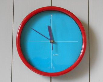 Vintage 1980s design SHONTEK wall clock in turquoise, red and purple. Made in Taiwan. Retro Memphis Pop Art Post Modern design clock
