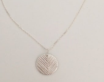 Patterned pendant, lines in circle, fine silver