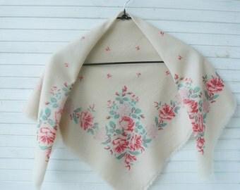 White shawl, vintage shawl, ivory shawl with flowers, retro shawl, pink flowers, Russian shawl, pavlovo posad shawl, vintage accessory