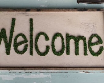 Wooden moss welcome sign