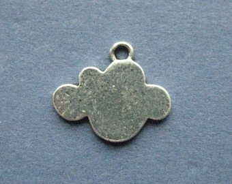 10 Cloud Charms - Cloud Pendants - Clouds - Antique Silver - 16mm x 13mm  --(M6-10979)