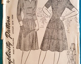 "Vintage 1942 daytime or evening dress sewing pattern - Simplicity 4427 - size 12 (30"" bust, 25"" waist, 33"" hip) - 1940s"