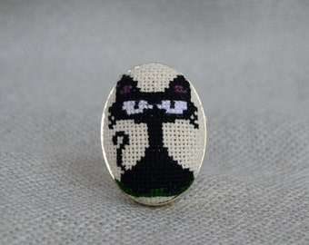Black cat ring Cross stitch ring Embroidered jewelry Ring handmade Black jewelry Embroidered cat Gift for her Cat jewelry