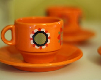 70s Orange Flower Set of 6 Coffee Cups with saucers - Excellent condition