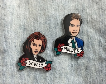 Mulder and Scully X Files Pins, Fox and Dana Buttons, 90s TV Show Character pin
