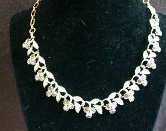 Vintage, gold tone with gem like bead necklace.  Beautiful.