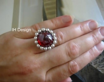 elegant, trendy IH design ring with glass block in turquoise or red