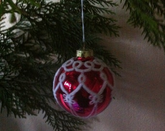 Tatted lace Christmas bauble ,Tatted Christmas tree decoration, Traditional Christmas ornament, Victorian decoration