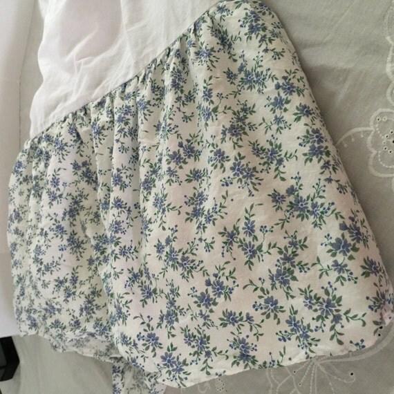 vintage blue floral full size bed skirt 13 1 2 drop. Black Bedroom Furniture Sets. Home Design Ideas