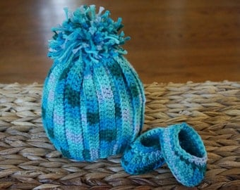 Newborn blue and green slouchy baby hat and bootie set, slouchy hat, baby beanie, crochet baby hat and booties, baby booties