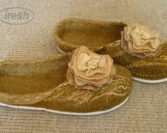Women's felted slippers, Felt slippers, Green woolen slippers, Wool slippers handmade, Slippers from natural wool