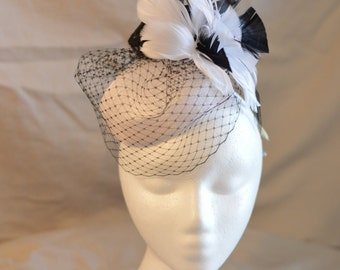 Monochromatic pillbox fascinator
