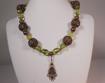 Classic Antique gold and green Necklace