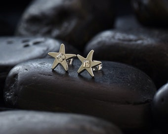 Star stud earrings with clear coloured Swarovski crystals