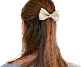 Grey leather hair bow / Light grey bow clip / Grey bow tie / Hair accessories / Genuine leather