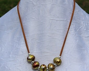 Suede necklace with pearls of fantasy