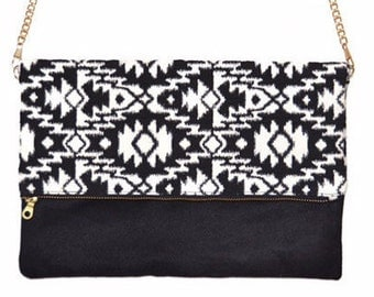 Pouch slung folded, ethnic style, tribal Aztec print black and white, Black Suede, golden chain, model Maya