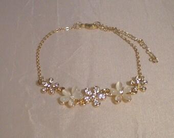 Delicate Flower Link Bracelet