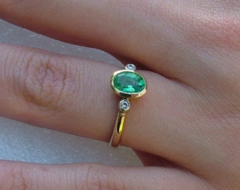 Emerald and diamond ring-green Emerald gold and diamond ring-Emerald ring-Emerald ring