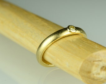• Ring Diamond yellowish • diamond • gold
