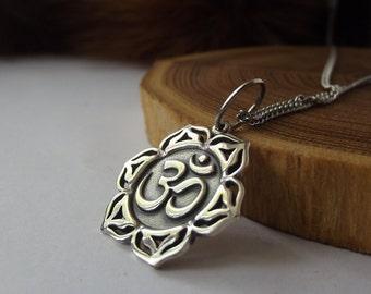 Ohm, Aum, Om pendant, Om Lotus, Om jewelry, Krishna Jewelry, Yoga Jewelry, Hindu Jewelry, Amulet Hinduism, Tibetan Ohm Pendant, Tibetan Ohm