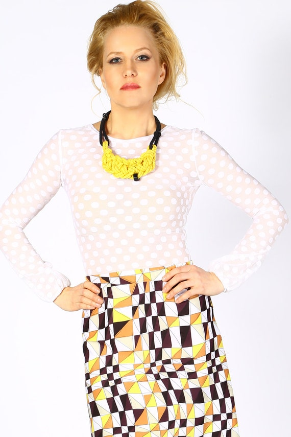 A sheer blouse is ideal for the warm temperatures too, they are fresh and sophisticated and perfect for go to work or join a formal event. In Rosegal we have an extensive collection of women's blouses that will match your personal style and will help you to rock your outfits: high neck blouse, floral blouse, blouses for work, polka dot blouse.