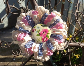 Brooches, corsages, accessories