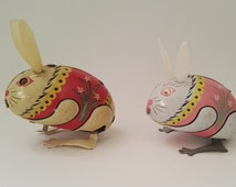Vintage Tin toy rabbits Hoppelhase 2pcs set, lithographed, toys to wind up with key