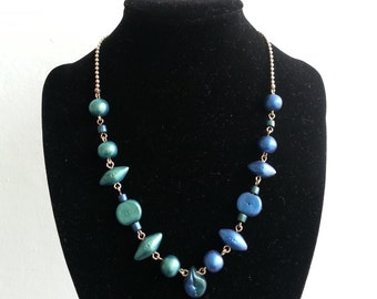 Blue and green glass necklace beadworks and glitter powder. Balls chain.
