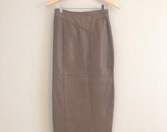 "FREE US SHIPPING   Vintage 80s Tan Leather Pencil Skirt w Geometric Waist Detail   26"" Waist"