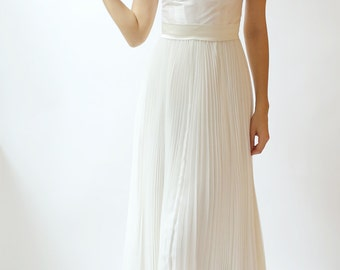 Ivory Wedding Gown with Scoop Neck, Keyhole Back and Pleated Skirt--Sample sale--Size 4