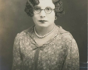 Vintage photo Flapper Era Woman Wave Hair Horn Rim Glasses Kewpie Lips RPPC