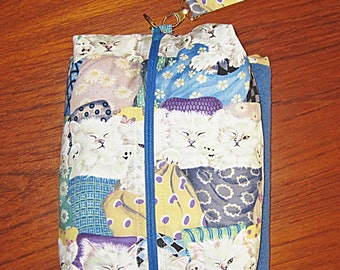 Deluxe Baby Changing Travel Set with Attached Changing Mat and Wrist Strap Kittens in Quilts Design