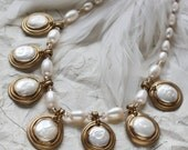 White coin pearl charm style necklace (N-4011)