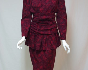 Vintage 1980s dress Floral print rayon dress Long sleeves Size 9/10 Ruched waistline Peplum Pencil skirt Black and maroon floral print