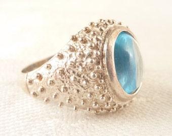 SALE --- Size 9 Vintage Studded Sterling Band Pale Blue Topaz Gemstone Ring