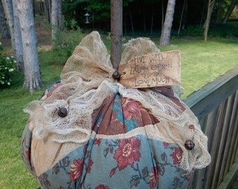 FoLk Art PrimiTive Fall Flower gruNgy OLD QuilT PUMPKIN Table Top DecoraTion TaG