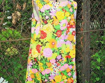Vintage 1960s Colorful Hawaiian Floral Extravaganza Shift Dress House Dress L/XL